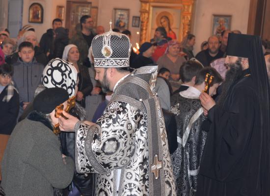 Епископ Леонид совершил вечерню с чином прощения в Свято-Георгиевском Кафедральном соборе Владикавказа